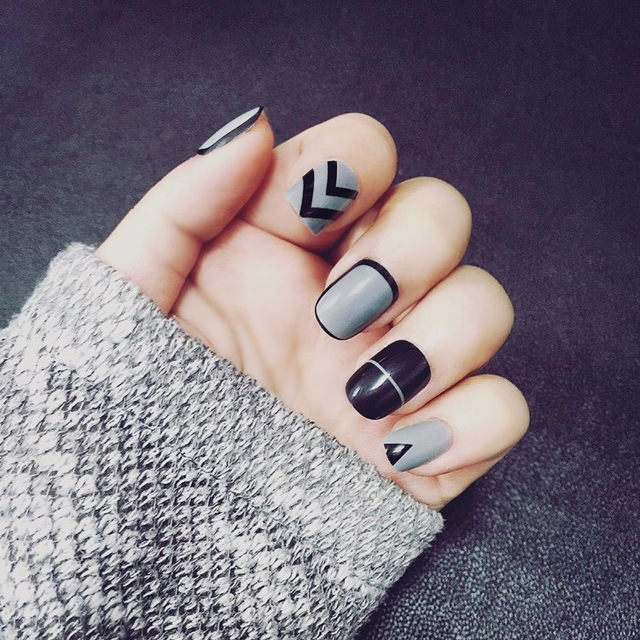 New 24pcs Simple False Nails Short Nail Art Tips Home Office Las Daily Use Geometry Deep