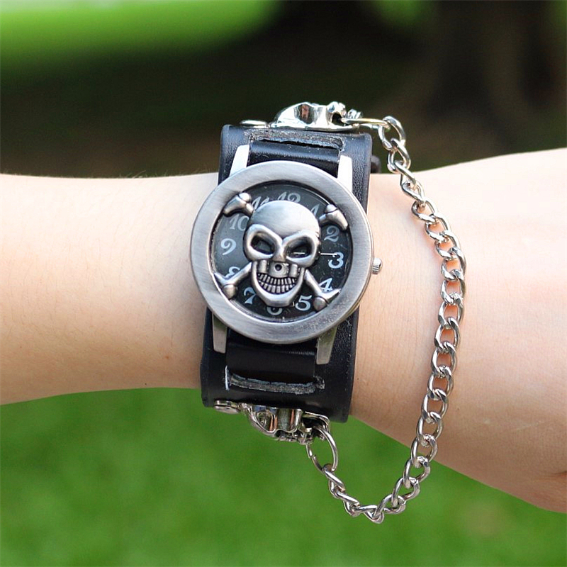 Man Women Fashion Punk Skull Bracelet Retro Leather Wristwatches Unisex Promotion Classic Retro Flip Quartz Watches