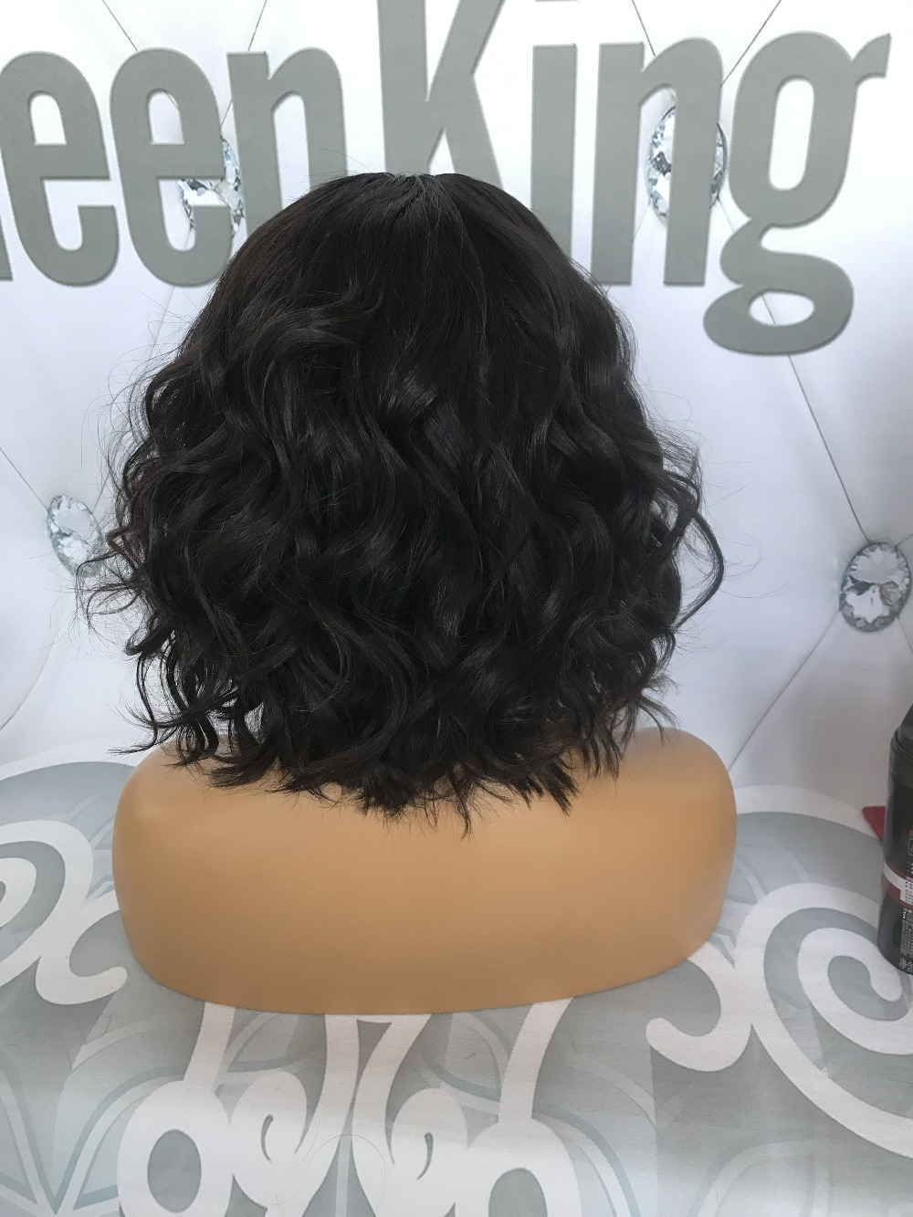 QueenKing hair Human hair Wig 180% Density Bob Wig Full Lace Natural Brazilian Wavy Preplucked Bleached Knots Middle Part