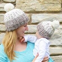 2 ШТ. Европа Стиль Мать и Ребенок Шапки Зимние Теплые Мать + Детские Вязать Bobble Мяч Шляпы