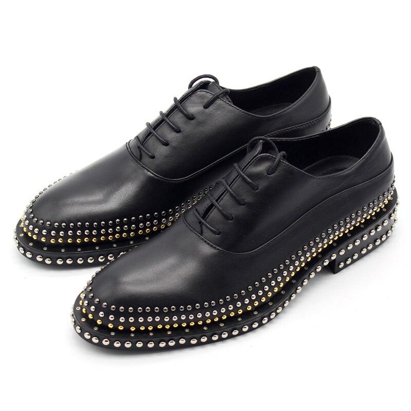 Ручной работы мужские кожаные туфли с заклепками джентльмен кожа кружева низкая, чтобы помочь благородный мужские туфли мужские Обувь шнур
