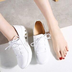 Image 2 - TKN 2019 jesień kobiety trampki buty prawdziwej skóry kobiet wiązane płaskie buty platformy buty Chaussures Femme buty kobieta 7688