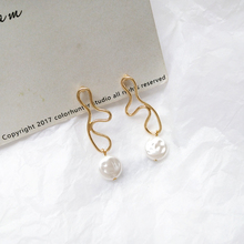 Irregular shape earrings creative earrings wholesale  2019 Boho Fashion Pearl Flower Earrings For Women a suit of charming faux pearl flower shape necklace and earrings for women
