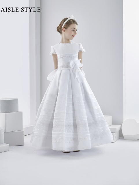 f4f2bd577b3 Vintage Lace Appliques Ball Gown Short Sleeves Europe White First Holy  Communion Dress for Girls with Bow Sash