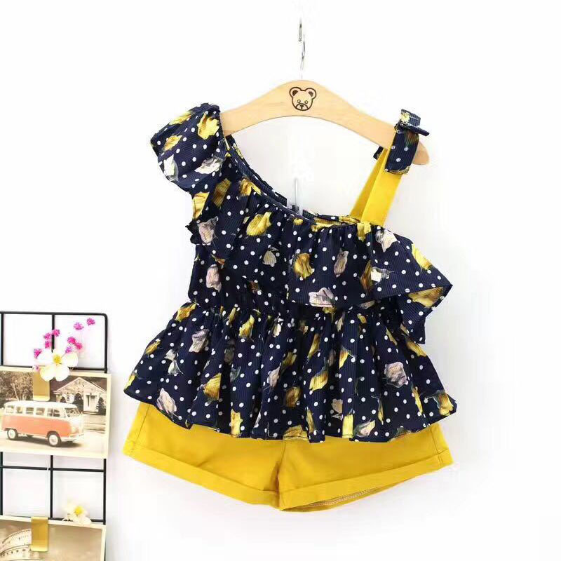 2018 women summer time clothes units child women trend garments 2 items set halter tops+shorts informal garments 2 three four 5 6 7 eight years Clothes Units, Low cost...