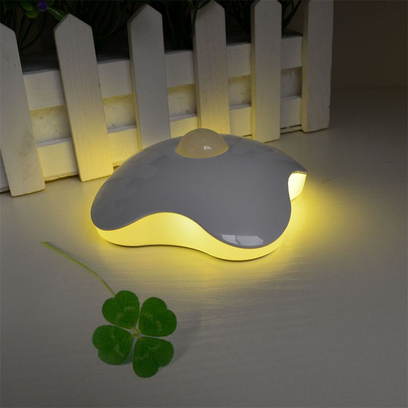 2017 Newstyle LED sensor Night Light Four Leaf Clover lamps Motion Sensor PIR Intelligent Human Body Induction Lamp with battery