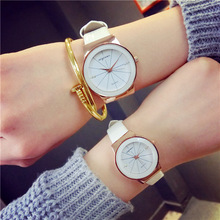2016 Nuevas Mujeres Viste el Reloj Impermeable Estudiante Correa de Reloj de Cuarzo de Moda de Cuero de Serpiente de Impresión Originales Reloj Envío Gratis OP001