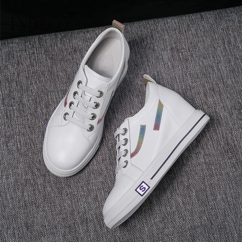حذاء أبيض النساء 2019 جميع جلدية الارتفاع زيادة موضة النساء رياضة متعطل النساء حذاء كاجوال 6 cm-في أحذية مطاطية نسائية من أحذية على  مجموعة 1