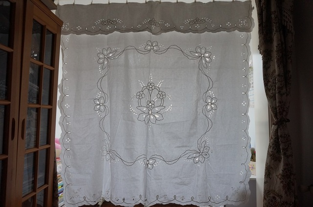 100 COTTON SHOWER CURTAIN WITH MACHINE EMBROIDERY CUT WORK PEARL TAPE LACE
