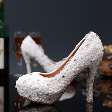 2016 Luxury High Heels Ladies Shoes Round Toe Pearl Bridal Wedding Dress Shoes Popular White Lace Flower Woman Party Purms Shoes