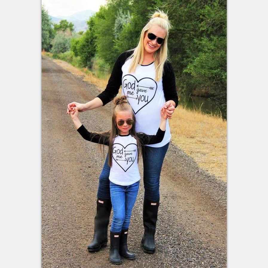 MVUPP משפחה התאמת תלבושות אמא בת חולצת טי אלוהים נתן לי אתה ארוך שרוול אמא אמא ולי תינוקת משפחה לחפש בגדים