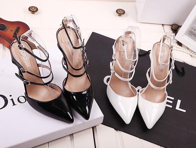 2017 Verão Novo Estilo das mulheres sapatos de salto alto Apontou Toe Bandagem Rendas Até Stiletto sapatas das senhoras Bombas de sandálias de celebridades Preto branco