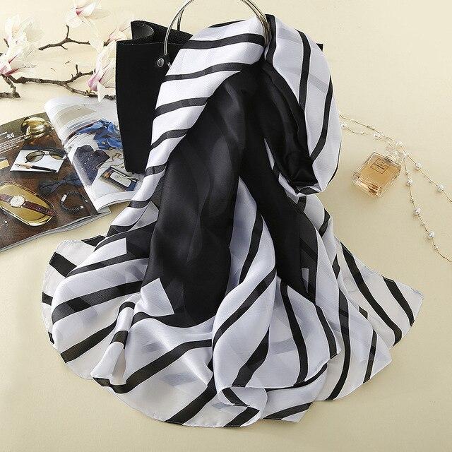 Nouveau Luxe Femmes Foulards De Mode Noir Blanc Rayé En Soie Imprimé Écharpe  Hiver Marque Haute bcd46edd75e