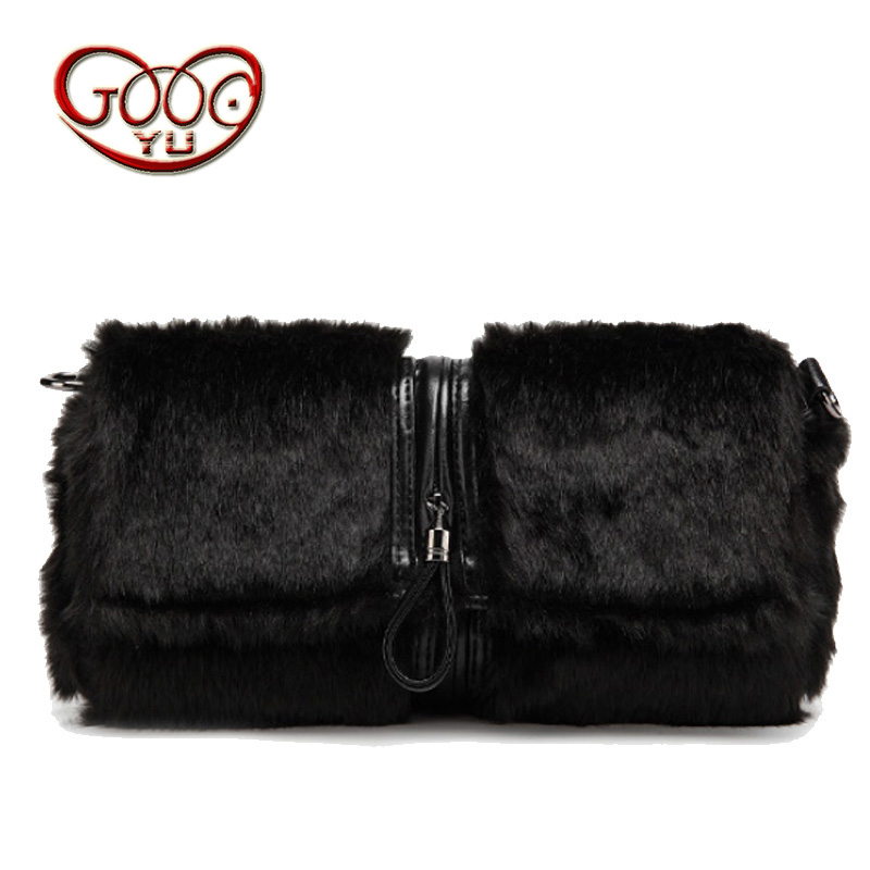 Fashion trend rabbit fur hand bag new shoulder Messenger bag Korean version of the hand bag envelopes feather handbag mshg alligator skin new female bag korean version of the trend of hand painted handbags european and american fashion middle age