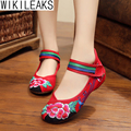 Women Linen Embroidery Tendon Soft Bottom Hook Loop Old Beijing Shoes Woman Plus Size Flats Chinese Style Cloth Walking Shoes
