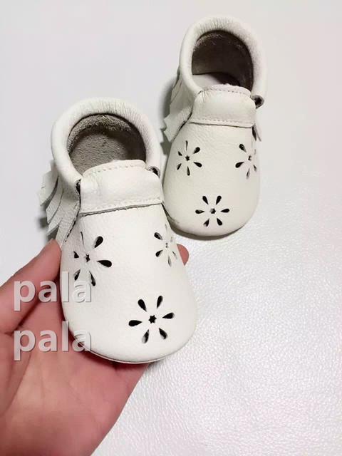 Bebé del niño del resorte mocasines franja de la borla de la nieve flor calado vestido de niña de bebé de cumpleaños primera walker zapatos de la princesa