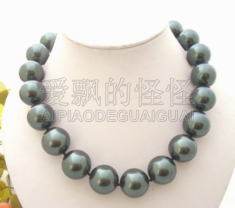 N070170 18.5 20mm Peacock Black Sea Shell Pearl Necklace