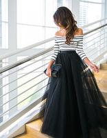 أحدث أزياء النساء متعددة الطبقات ماكسي لونغ تول الملابس مخطط طويل كم خارج الكتف قمم + عالية waiste طويلة مطوي اللباس