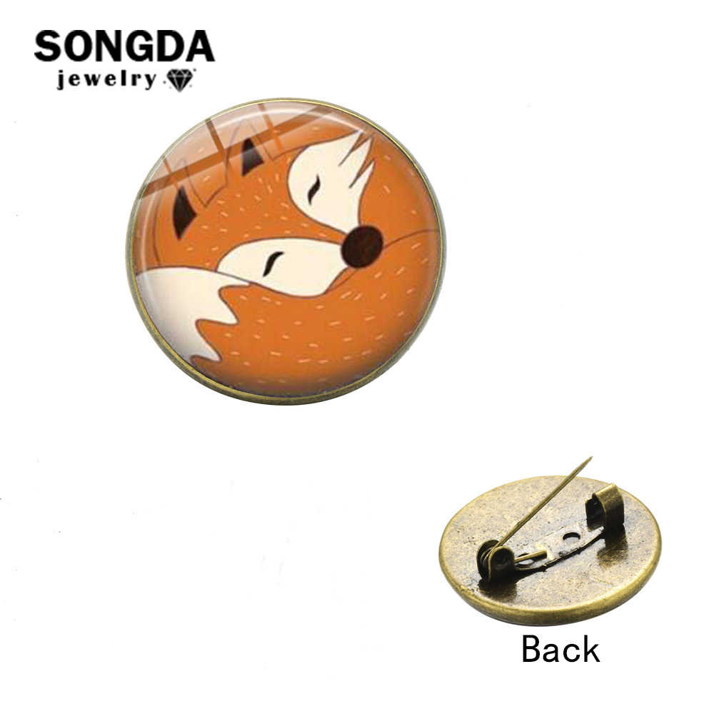 Songda Hot Sale Cute Hewan Hutan Smart Fox Bros Pin Vintage Anime Dicetak Kaca Cabochon Kerah Pin Lencana Anak-anak hadiah