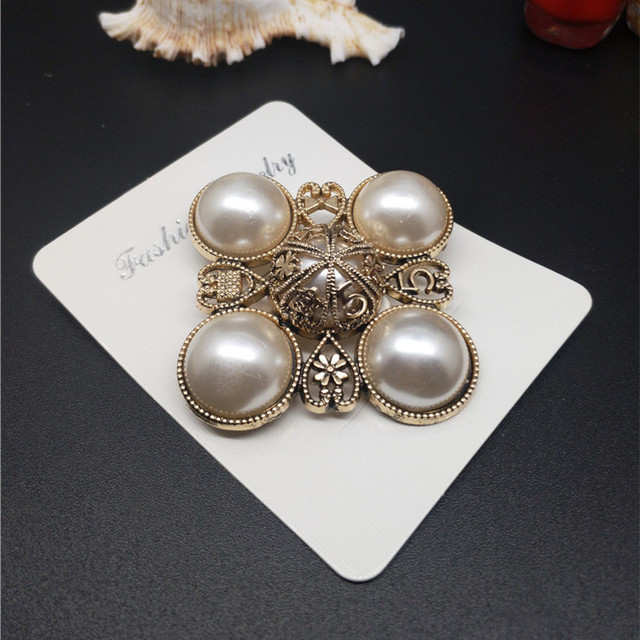 f2bcfc3dbf9 CX-Shirling Elegant Flower Letter 5 Brooch Pin Handbag/Clothes Decoration  Pin Antique All Match Lady Brooches Broche Brosche Pin