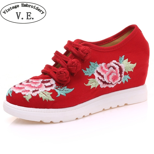 Women Pumps Vintage Embroidery Floral Casual Canvas Loafers Bucket Cotton  Cloth Platform Shoes Woman Zapatos Mujer 2334be5731fe