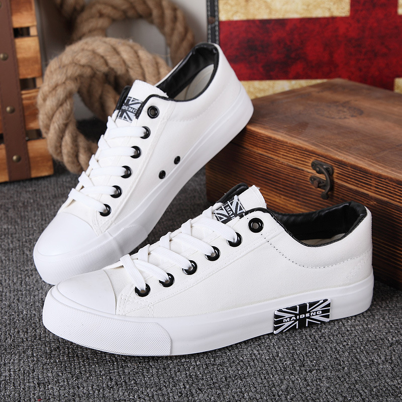 все цены на Fashion Breathable Flag Lace up Canvas Shoes Summer Men's Shoes New 2018 White Shoe Men Casual Skate Footwear Mens Trainers онлайн