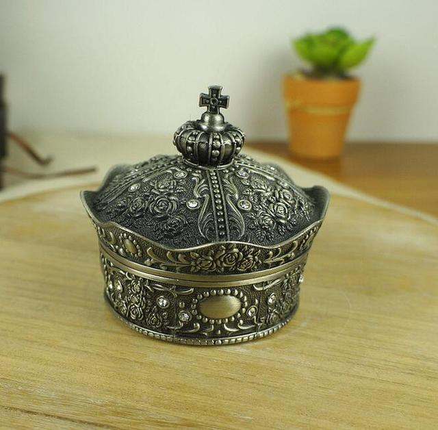 New Design Vintage Carving Metal Wedding Crown Ring Boxes Birthday Gift boxes Princess Jewelry case Valentine's gifts wholesale