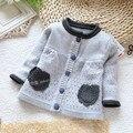 2016 nuevos niños del diseño niña suéteres de algodón de manga larga de punto suéter niños niñas primavera ropa del bebé de la rebeca