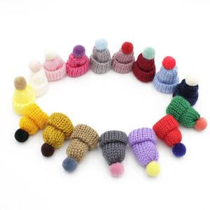 Image 2 - 50pcs di colore della miscela mini Cappello Pom Pom alluncinetto Ornamento Cap, Mini Cappello di Lavoro A Maglia In Miniatura Piccolo Berretto di Maglia, cappello bambola per il fai da te