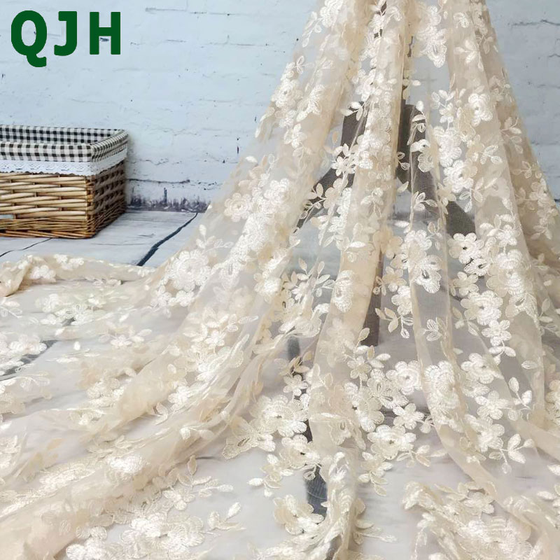 2018 High-end mote Fransk Lace Fabric High Quality African Tulle Brodert blomst gjennomsiktig nett Lace Fabric For Wedding
