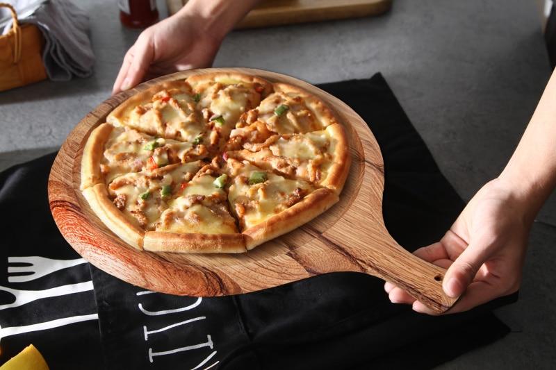 摄图网_手拿美味美食披萨静物(1)