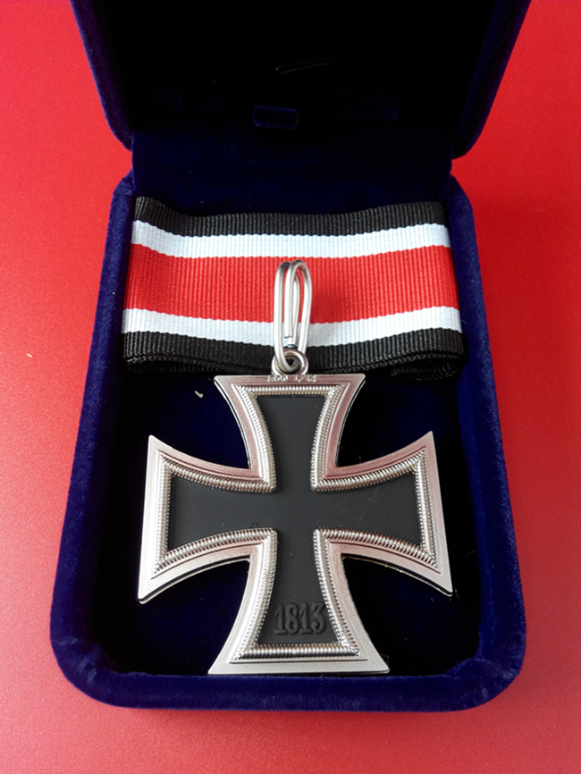 ww2 german ek2 iron cross badge medal with ribbon and box