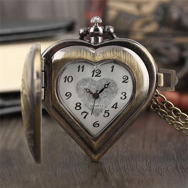 852e76c6481 Vintage Bronze Quartzo Relógio de Bolso Meio Caçador Coração Mulheres  Cadeia Elegante Colar Retro Cobre Causal