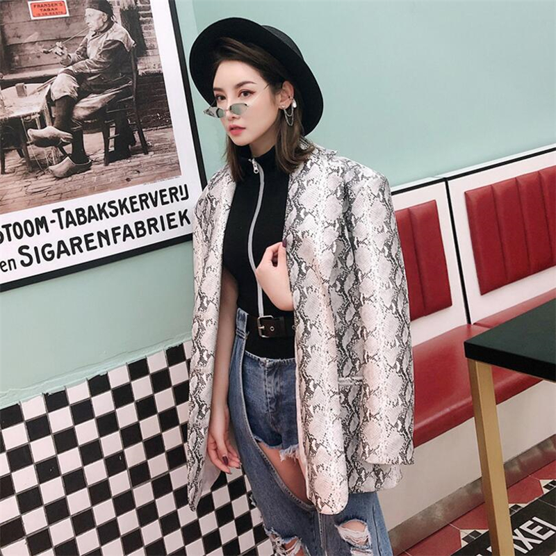 Kadın Giyim'ten Basic Ceketler'de Moda Kadın Ceketler Gelgit marka Bahar Sonbahar Ceket Kadın Dış Giyim Ceket Vintage Takım Elbise yılan derisi baskı Dış Giyim Kadın PU Gevşek Mont'da  Grup 1