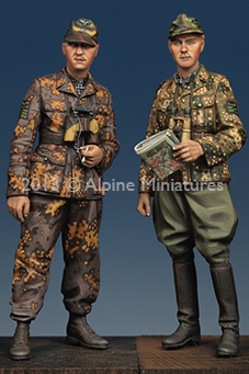 1:35    Kurt Meyer & Officer Set (2 Figures)