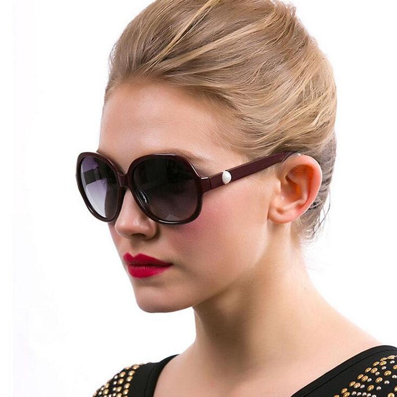 Gafas de sol polarizadas de marca Mujer Perlas artificiales Moda Mujer Gafas de sol Gafas de acetato Montura negra / marrón Gafas de sol
