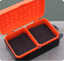 2 Compartments Fishing Box 10 * 6 * 3.2cm Plastic Earthworm Worm Bait Lure Fly Carp Fishing Tackle Box Accessories FO138