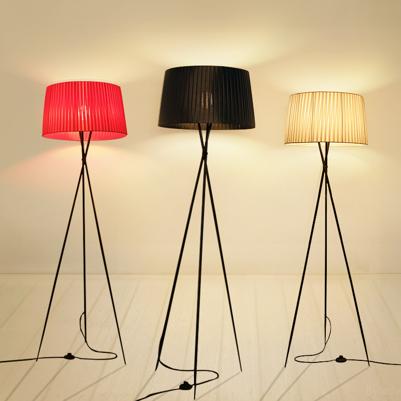 Creative simple floor light tripod fabric white black red lampshade standing lamp E27 bulb living room bedroom home decorationCreative simple floor light tripod fabric white black red lampshade standing lamp E27 bulb living room bedroom home decoration