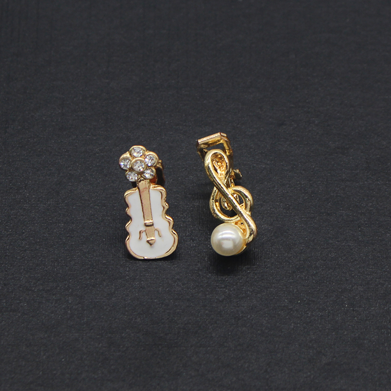 Sweet-Musical-Note-Pearl-Earrings-Crystal-Flower-Pink-White-Violin-Guitar-Clip-Earrings-For-Women-Clip (5)