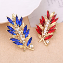 1 Pcs Flower rhinestone Red/Blue Glass brooches for women fashion brooch wedding pins and