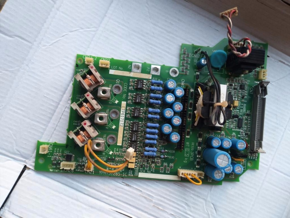 Inverter CIMR-E7U4018 power driver board. inverter cimr j7aa20p2 0 2kw 220v used one 90