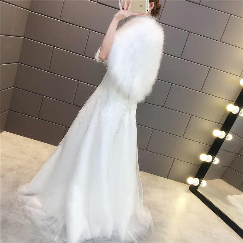 JaneVini 2019 Devekuşu Tüy Kadın Bolero Beyaz Gelin Pelerinler Pelerin Taklit Kürk Bolero Kış Sonbahar Düğün Wrap Şal Gelin Ceket