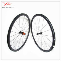 Tubeless Compatible Carbon Clincher Rims 30mmx23mm With ED Hub 1310g Carbon Clincher Wheelset No Outer Spokes