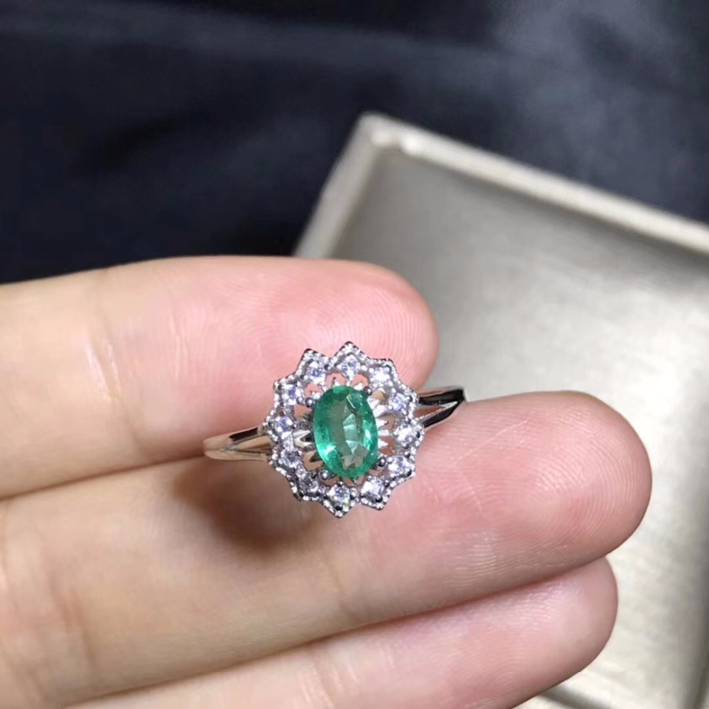 Columbia mining area, natural emerald ring, 925 sterling silver, womens high-end colorful jewelryColumbia mining area, natural emerald ring, 925 sterling silver, womens high-end colorful jewelry