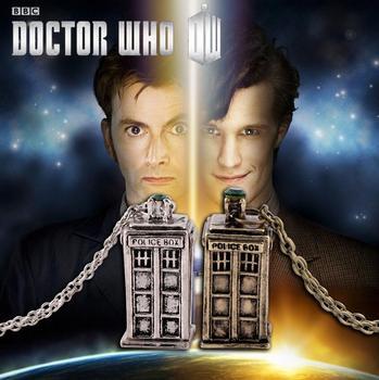 [Doctor que] BBC Hot TV jugar tiempo al Doctor Mini máquina de modelo de juguete colgante collar TARDIS cabina de teléfono Vintage collar nuevo