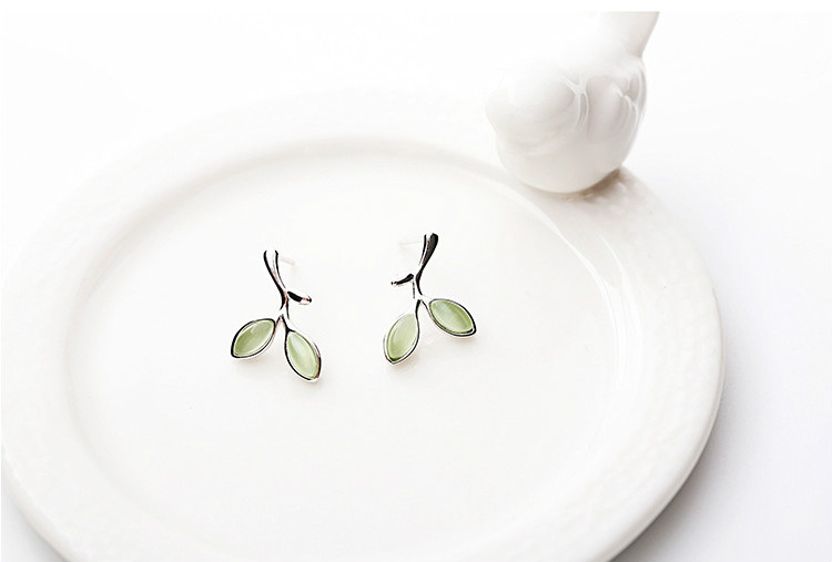 geekoplanet.com - 100% 925 Sterling Silver Green Opal Leaves Stud Earrings