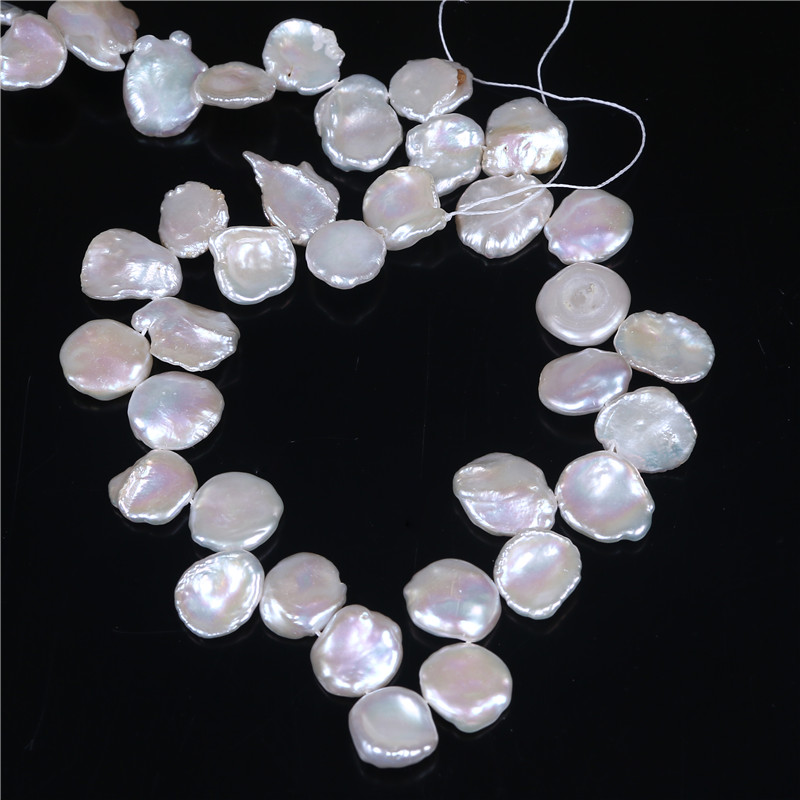 大きいサイズのケシ真珠のユニークな花びらの形女性のための花のような光沢のある良質の天然淡水16インチ