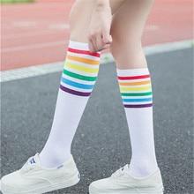 มาใหม่แฟชั่นผู้หญิงลายสายรุ้งแบบผ้าฝ้ายถุงเท้าR Etroโรงเรียนเก่าเกาหลีสีขาวสีดำภายใต้เข่าแปลกน่ารัก