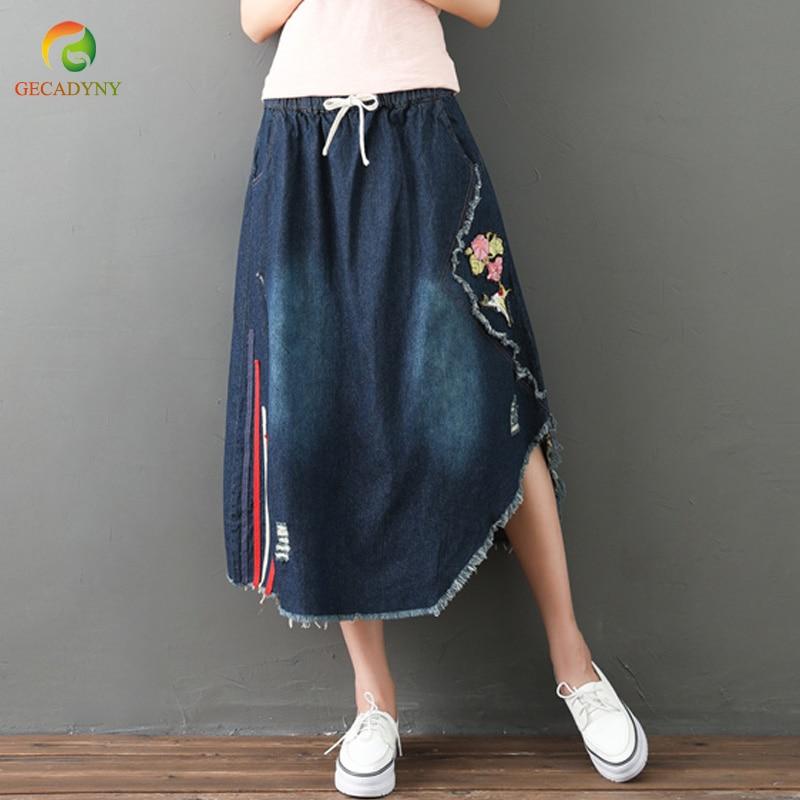 3752630148d7b38 Большие размеры отверстия трикотажная Джинса юбка женская 2019 Летняя мода  Высокая талия вышитые цветы на джинсовой ткани юбка Женская длинн.