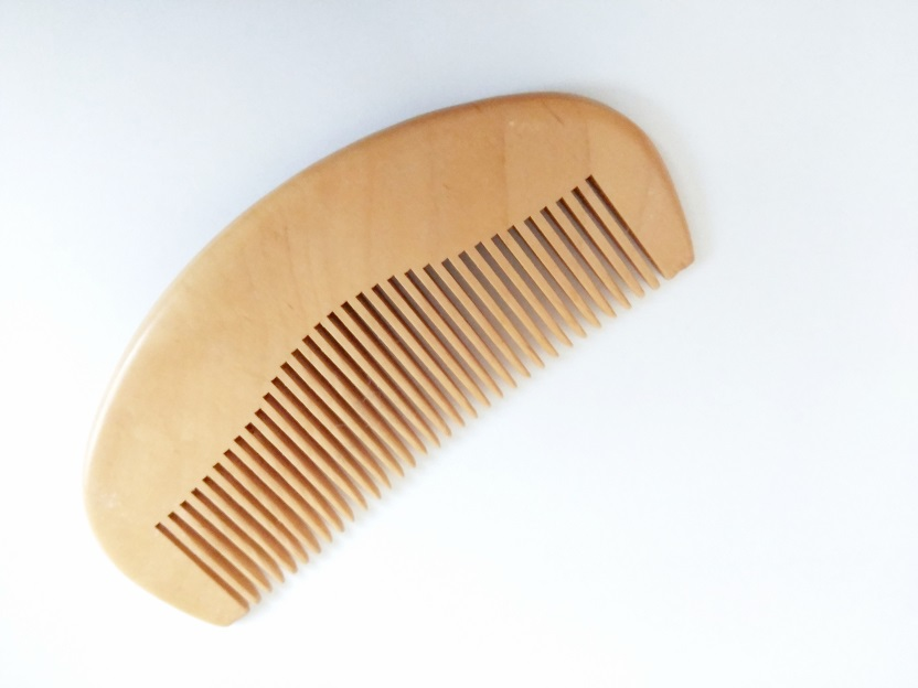 Natural Peach Wood Wavy Shape Comb Pocket Beard Comb Wholesale Hair/Beard Care Comb Make Up Tool For Men